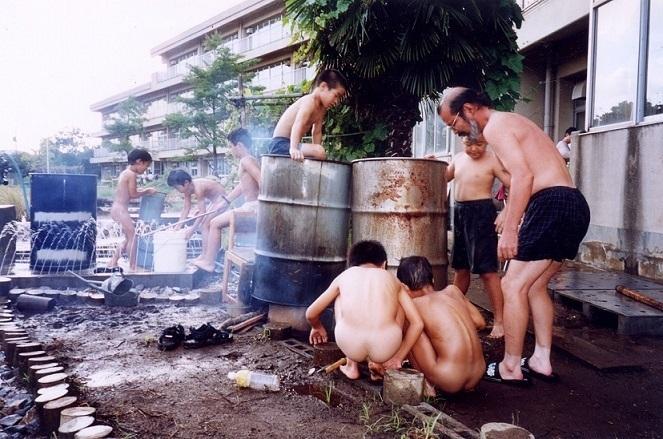 小学生男子裸